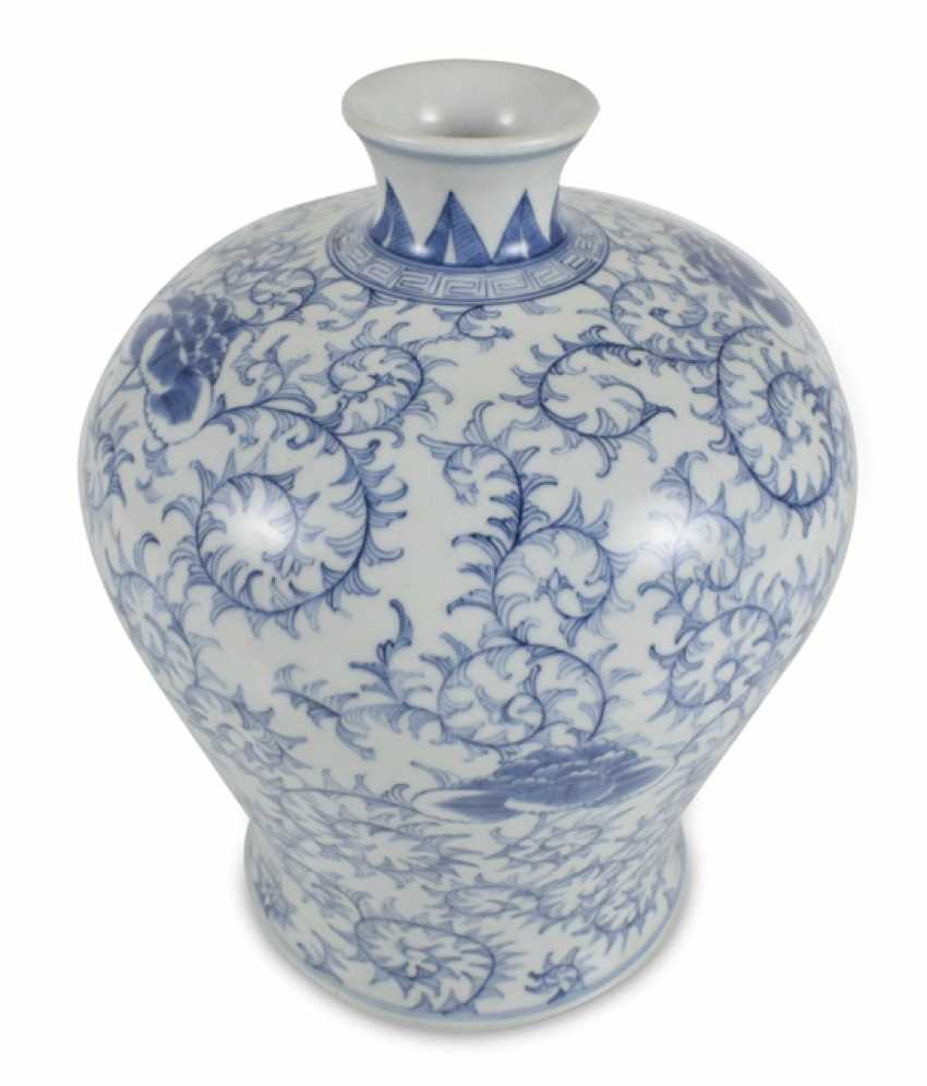Porcelain vase with blue-white tendrils decor, Meiping - photo 1