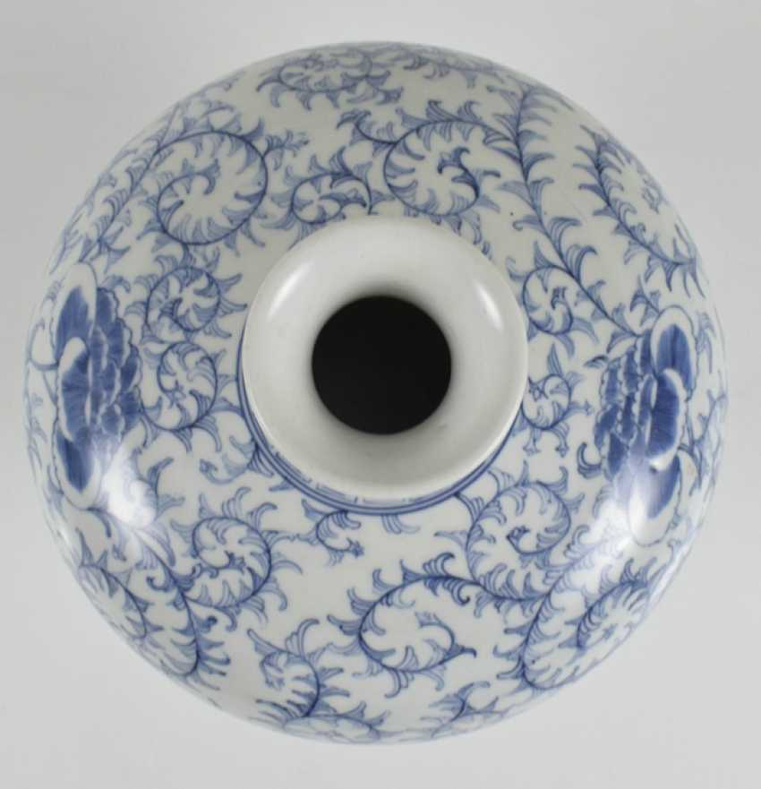 Porcelain vase with blue-white tendrils decor, Meiping - photo 2