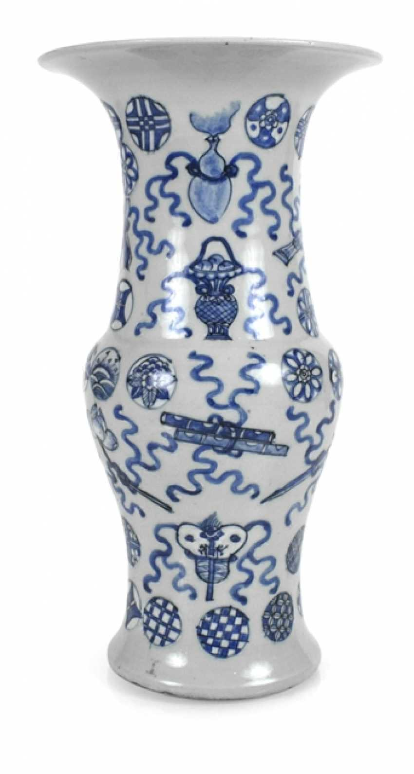 Gu'-shaped porcelain vase with blue-and-white decor of Antiques - photo 1