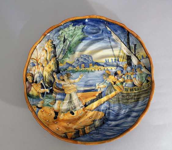 Urbino ceramic dish on integrated central bowed foot - photo 1