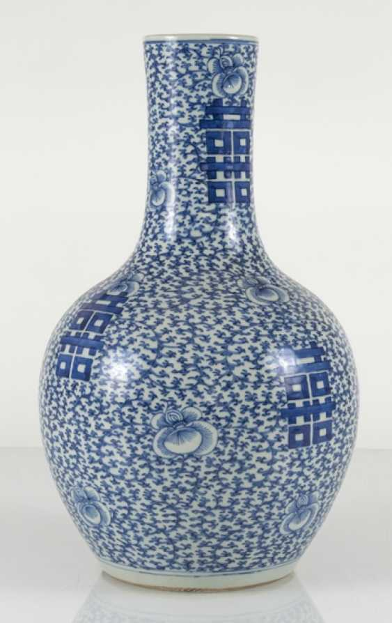 Underglaze blue porcelain vase with 'shuangxi'decor - photo 4