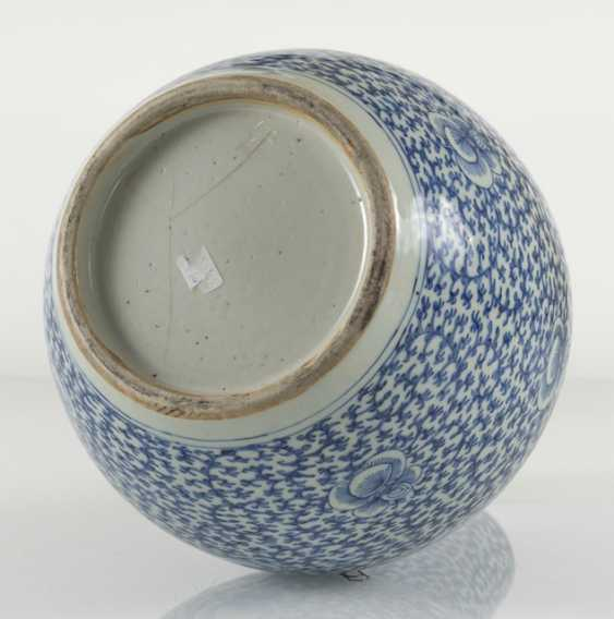 Underglaze blue porcelain vase with 'shuangxi'decor - photo 5