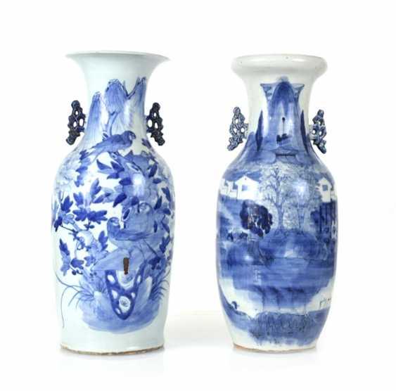 Two floor vases, porcelain with underglaze blue decoration of a landscape or Birds - photo 1