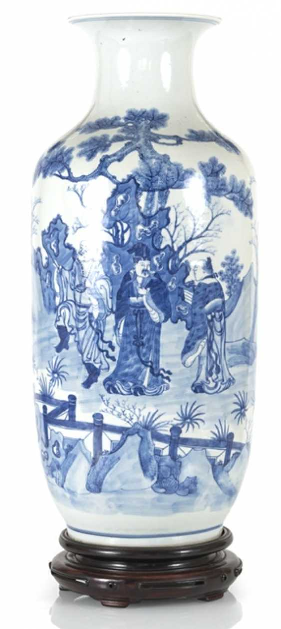 Under glaze blue decorated floor vase made of porcelain with a depiction of Su Shi and Qin Guan - photo 1