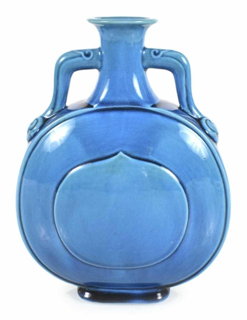 Turquoise-glazed pilgrim bottle of porcelain - photo 1