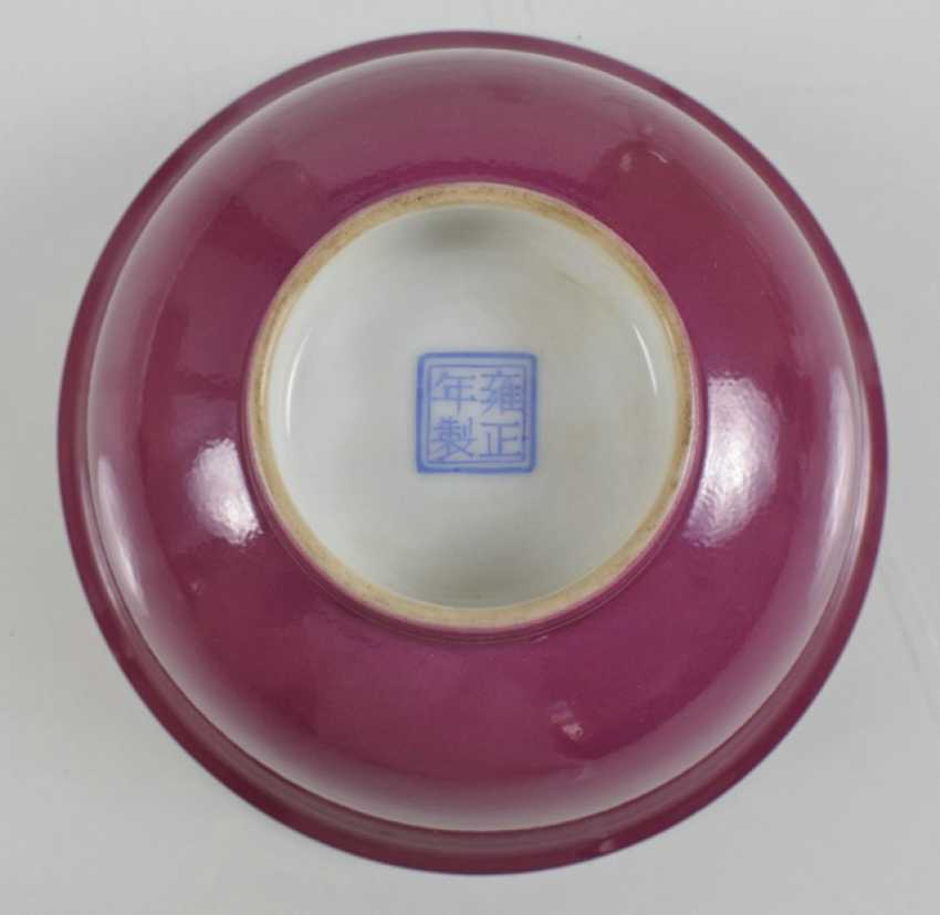 Pink porcelain dish and a Pair of small white cups with relief decoration - photo 2