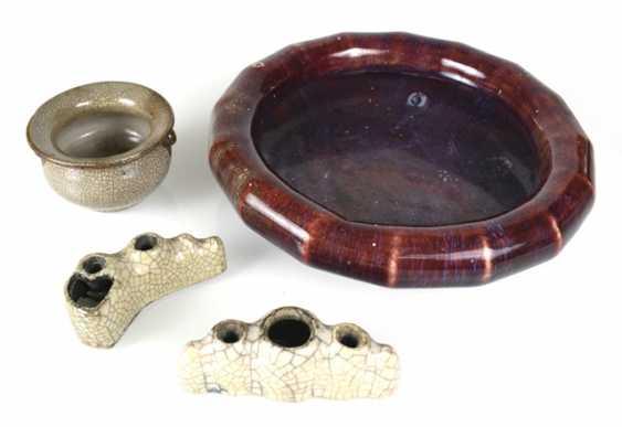 Brush washer with Flambé glaze and three porcelains with 'ge'-glaze - photo 1