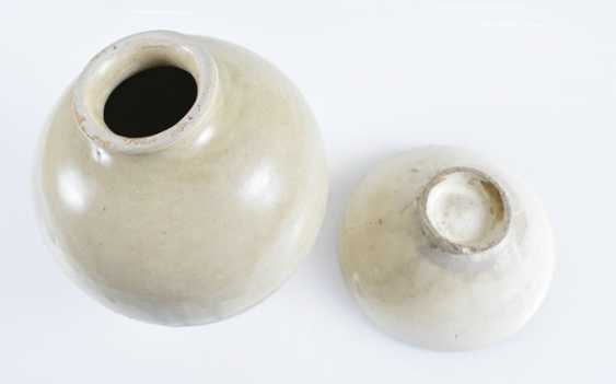 Light gray and cream-colored glazed bowl and Vase - photo 2