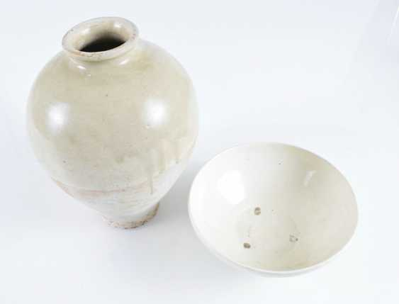 Light gray and cream-colored glazed bowl and Vase - photo 3