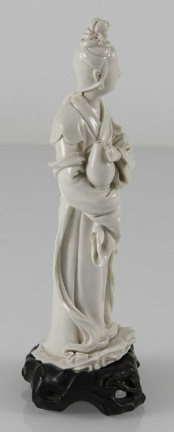 Dehua figure of Guanyin, a Vase in front of the chest holding - photo 3