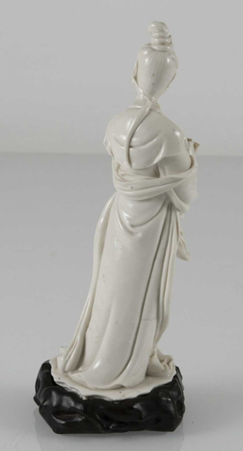 Dehua figure of Guanyin, a Vase in front of the chest holding - photo 4