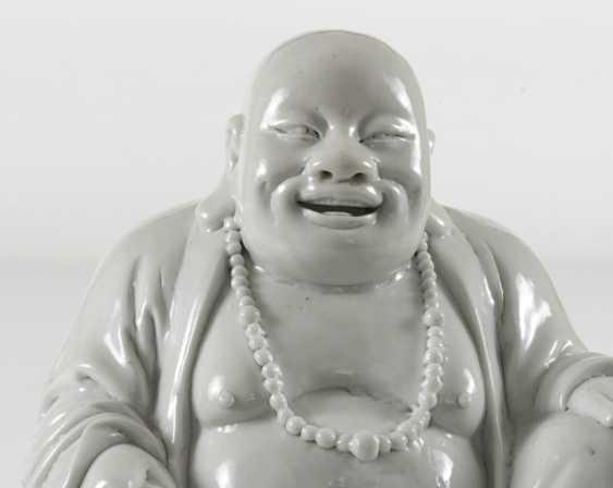 Dehua figure of a seated Budai - photo 2