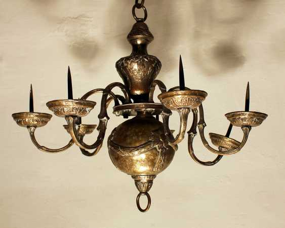 Small Louis XVI chandelier with seven branches ending in tazzas with spikes - photo 1