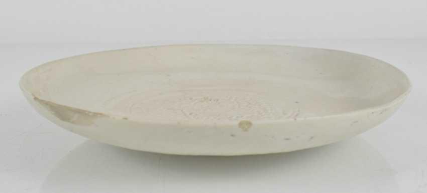Dehua dish with sculptured dragon medallion in the mirror - photo 2