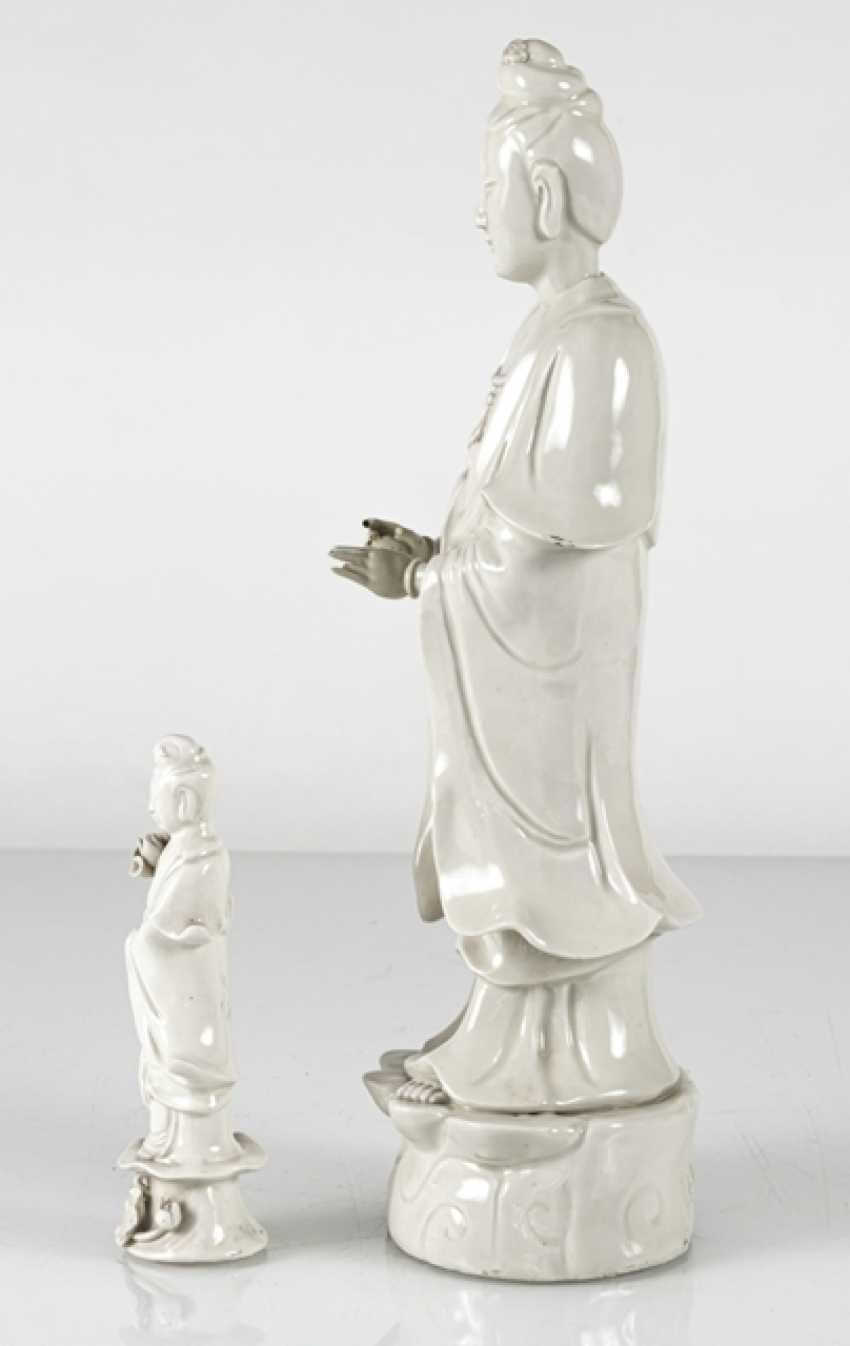 Two standing Guanyin from Dehua Ware - photo 2