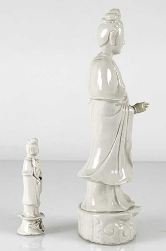 Two standing Guanyin from Dehua Ware - photo 4