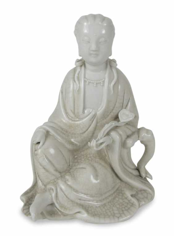 Dehua porcelain figure of the seated Guanyin - photo 1