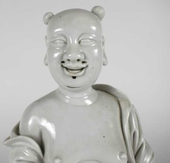 Dehua figure of Budai on a wave plinth standing - photo 2