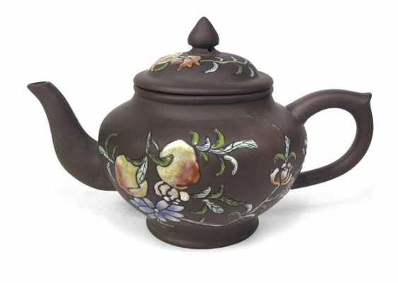 Yixing jug with colored pomegranate decor - photo 1