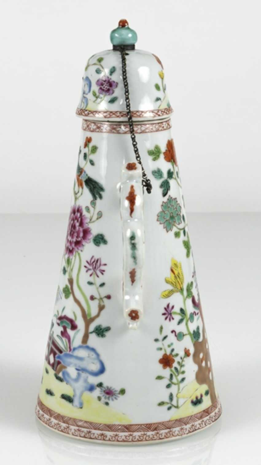Cone-shaped porcelain teapot with floral decor in the colors of the Famille rose - photo 2