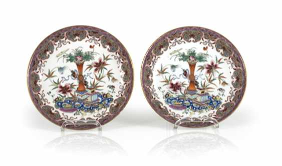 Pair of 'Famille rose'dish made of porcelain with flowers and antique decor - photo 1
