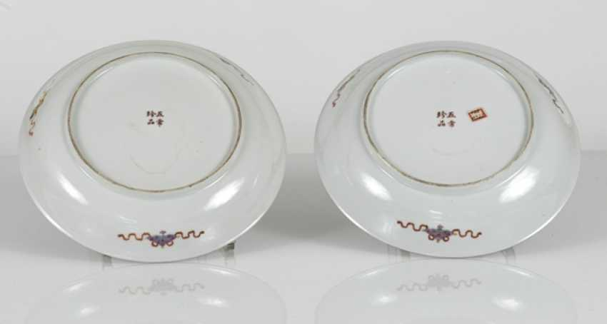 Pair of 'Famille rose'dish made of porcelain with flowers and antique decor - photo 3