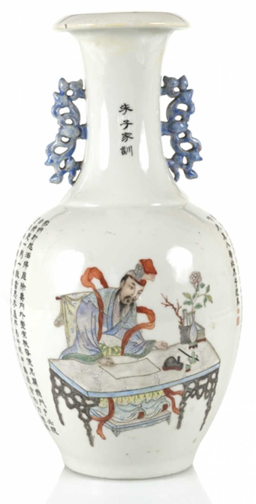 Vase made of porcelain m. taught scene, & the poem inscription in the colours of the 'Famille-rose' - photo 1