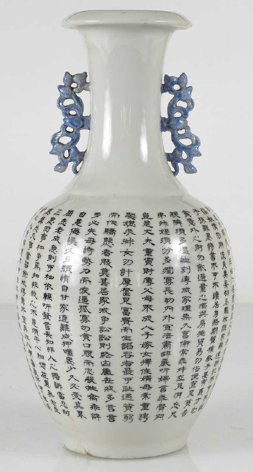 Vase made of porcelain m. taught scene, & the poem inscription in the colours of the 'Famille-rose' - photo 3