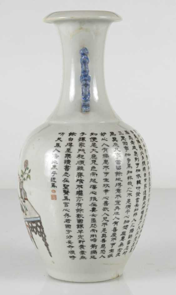 Vase made of porcelain m. taught scene, & the poem inscription in the colours of the 'Famille-rose' - photo 4