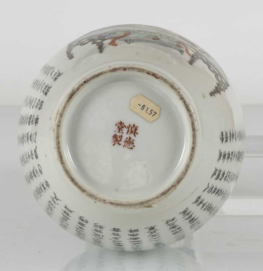 Vase made of porcelain m. taught scene, & the poem inscription in the colours of the 'Famille-rose' - photo 5