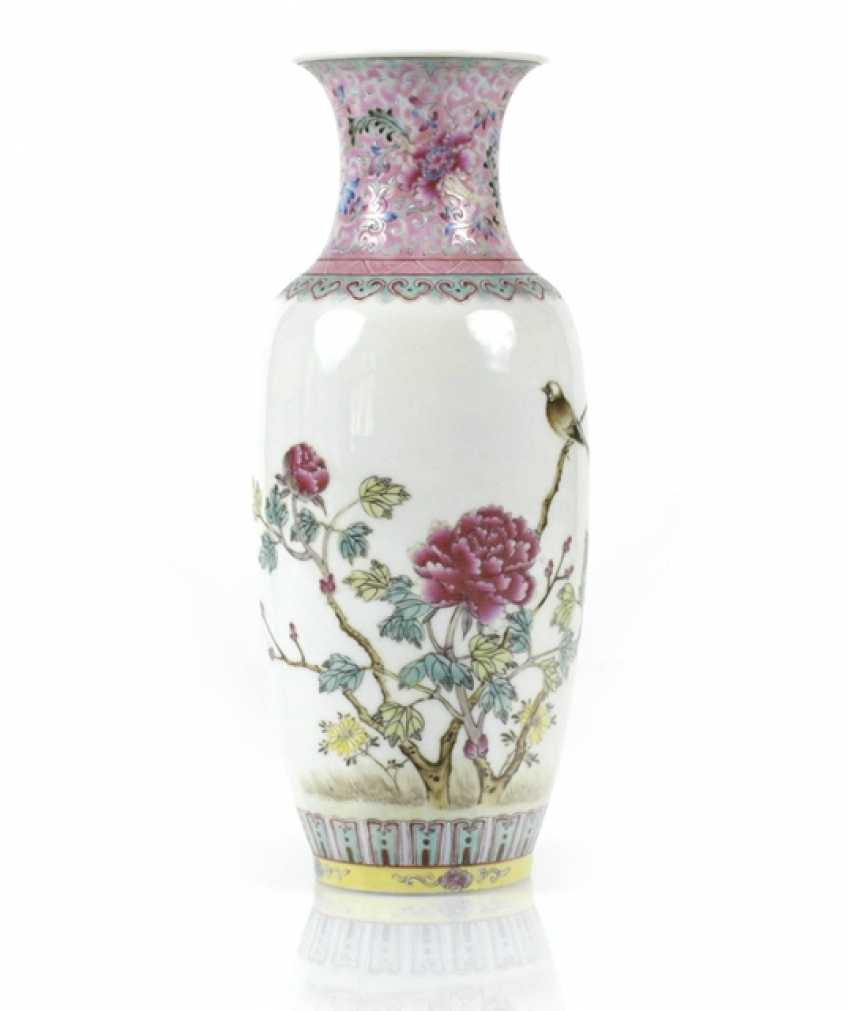 Small 'Famille rose'-Vase with flower and bird decor - photo 1