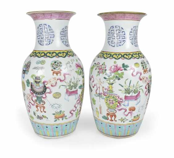 Pair of 'Famille rose'-vase with antique decor - photo 1
