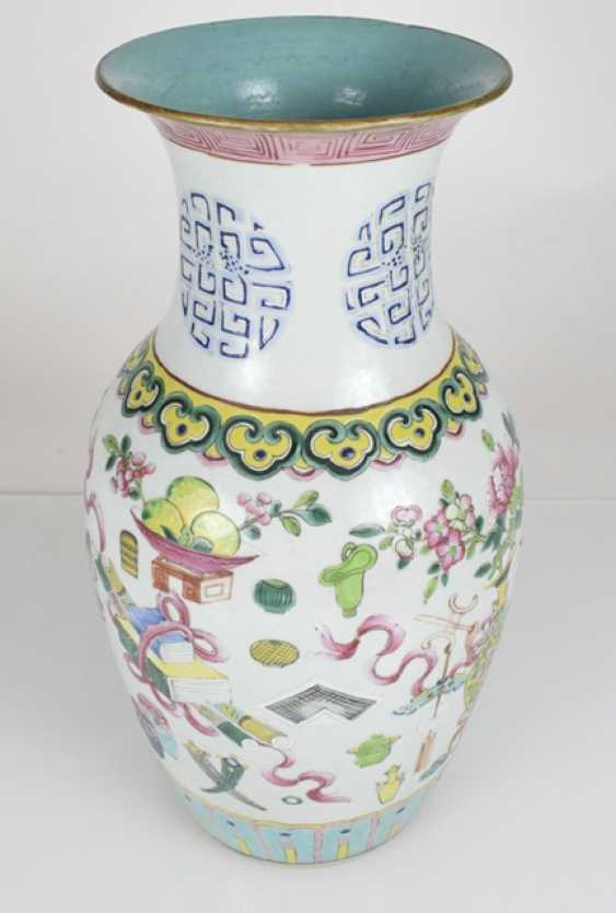 Pair of 'Famille rose'-vase with antique decor - photo 2
