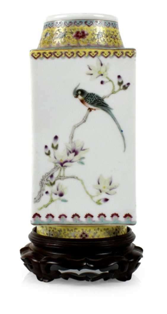 Cong'-shaped Vase with bird decor in the colours of the 'Famille rose' - photo 1