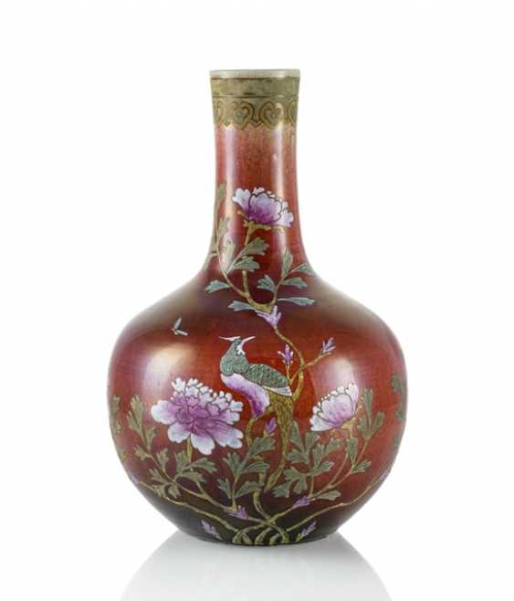 Bottle vase made of porcelain with copper red glaze and Famille rose decor - photo 1