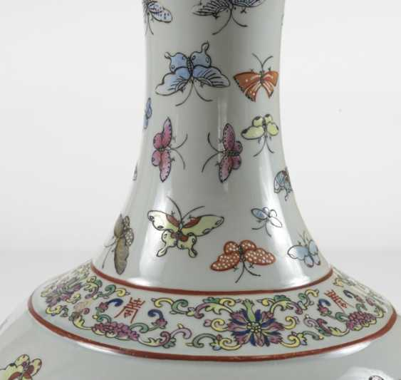 Bottle vase with butterfly decor in the colors of the Famille rose - photo 2