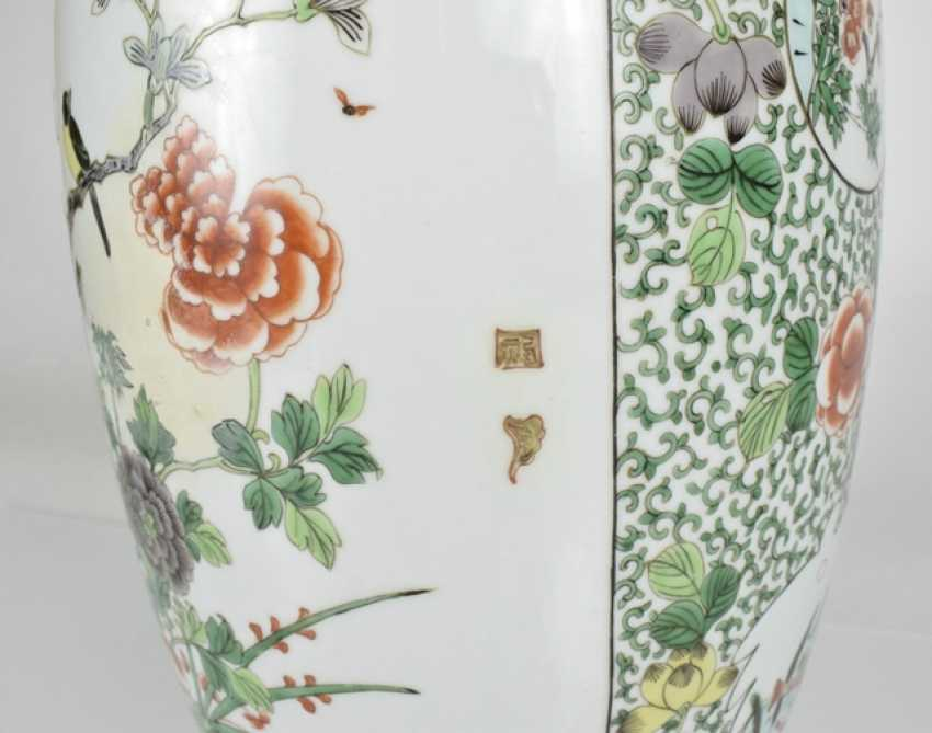 Lidded vase with floral decor in the colours of the 'Famille verte' - photo 4