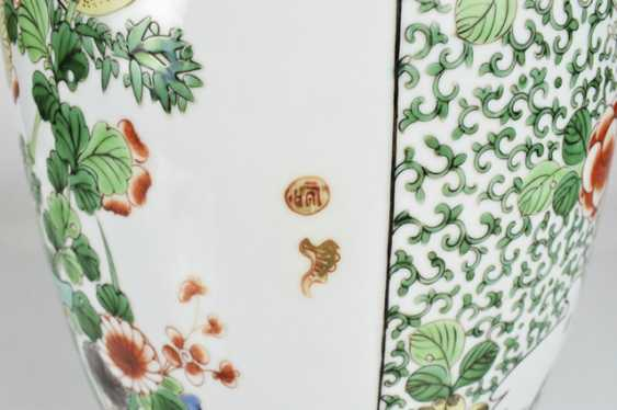 Lidded vase with floral decor in the colours of the 'Famille verte' - photo 5
