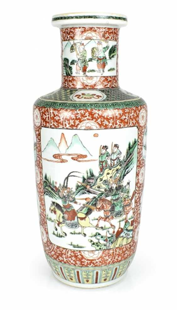 Rouleau Vase with decor of two novel scenes in the colours of the 'Famille verte' - photo 1