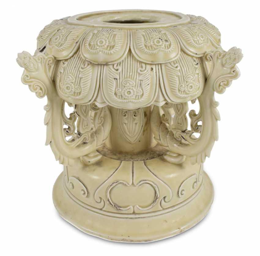 Lotus base made of porcelain - photo 1