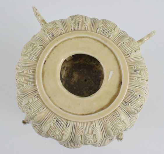 Lotus base made of porcelain - photo 3