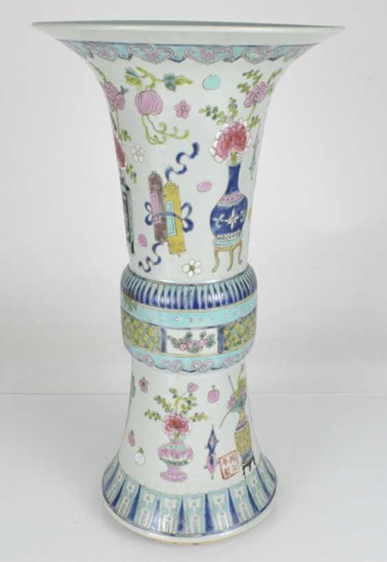 Gu-shaped Vase made of porcelain with antique decor - photo 2