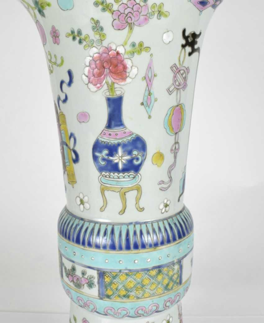 Gu-shaped Vase made of porcelain with antique decor - photo 3
