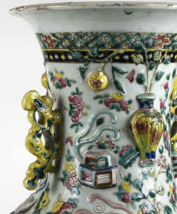 Floor vase made of porcelain with antique décor in Relief - photo 4