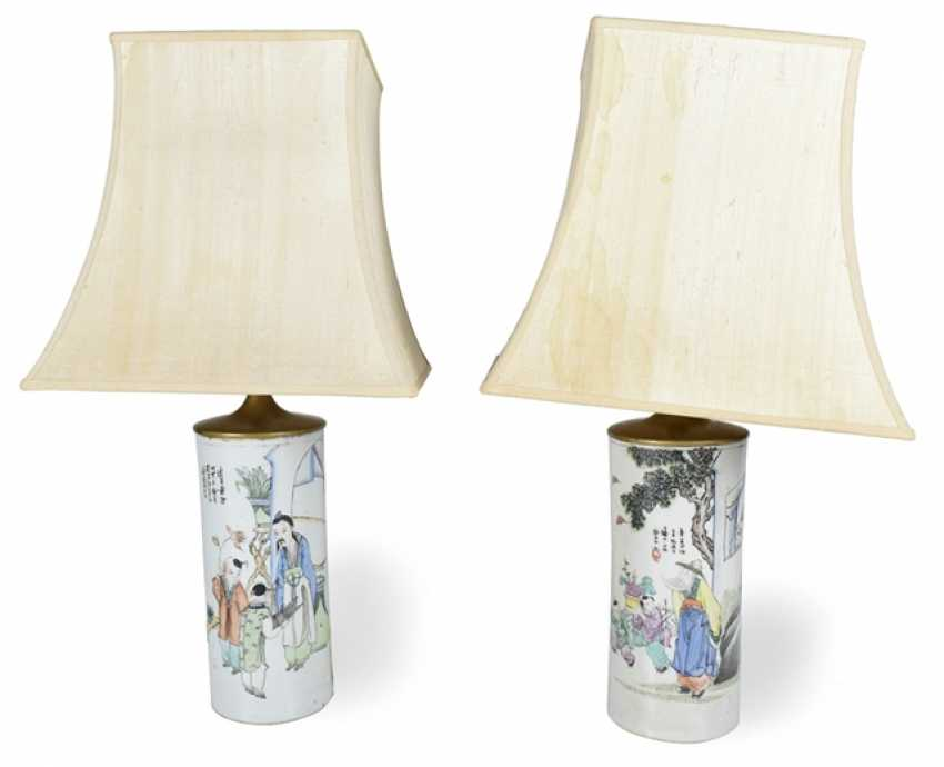 Two lamps mounted Hat rack made of porcelain with a 'Famille rose'-Dekor - photo 1
