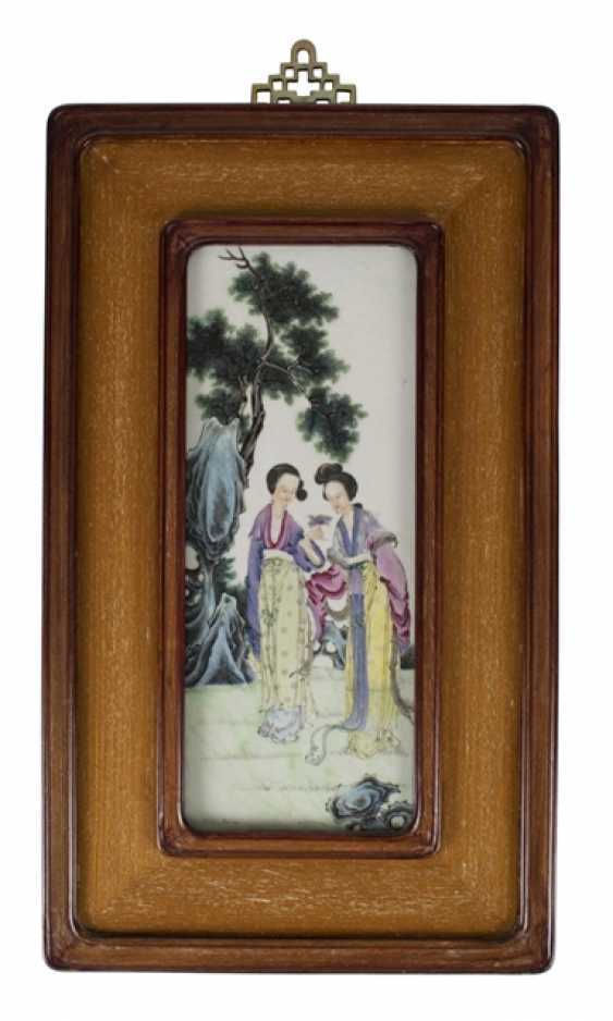 Porcelain painting of two ladies in the garden - photo 1