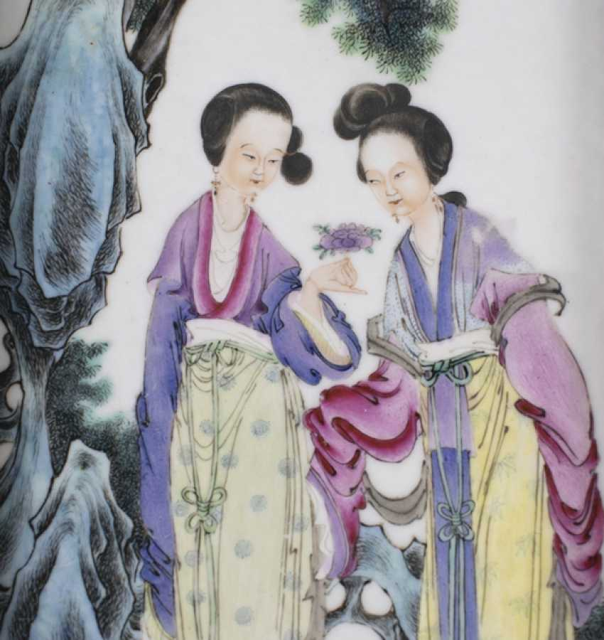 Porcelain painting of two ladies in the garden - photo 2