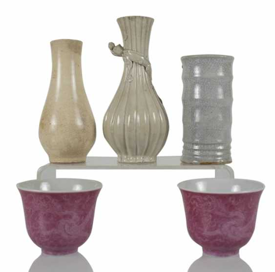 Three vases and two cups made of porcelain, the cups with dragon decoration - photo 1