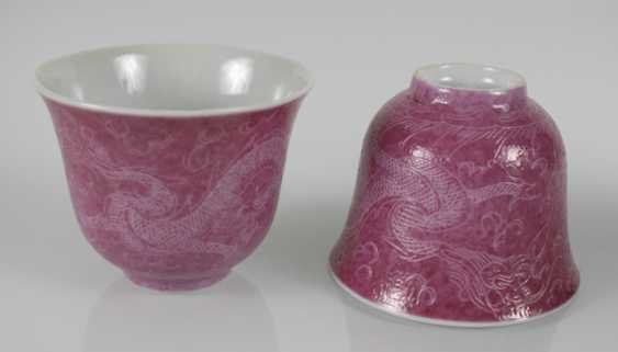 Three vases and two cups made of porcelain, the cups with dragon decoration - photo 2