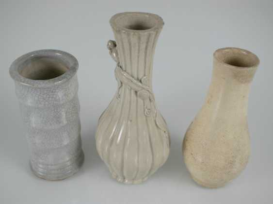 Three vases and two cups made of porcelain, the cups with dragon decoration - photo 4